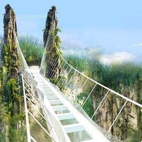 Самый длинный в мире стеклянный мост открыт в Китае