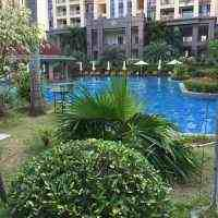 Бассейн при отеле на Хайнань