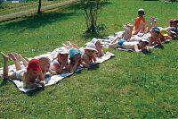 Детский отдых в лагере во время школьных каникул